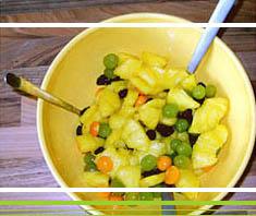 Fruchtsalat mit Ananas und Physalis