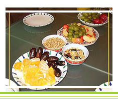 Frühstück: Cerealien und frische Früchte