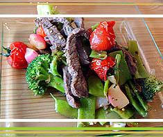 Rindfleisch-wok mit Bohnen und Brokkoli