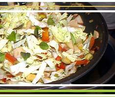 gebratenes Gemüse aus dem Wok mit Räuchertofu