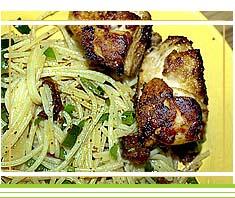 saftig gebratene Hühneroberkeulen mit Bärlauchspaghetti