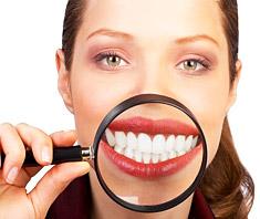 Schöne Zähne – Erfolg durch strahlendes Lächeln