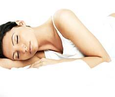 Die Klangmassage st eine Klangtherapie, bei der Klangschalen auf den bekleideten Körper oder in der Gesundheitsaura platziert und mit einem Filzschlegel sanft angeschlagen werden.